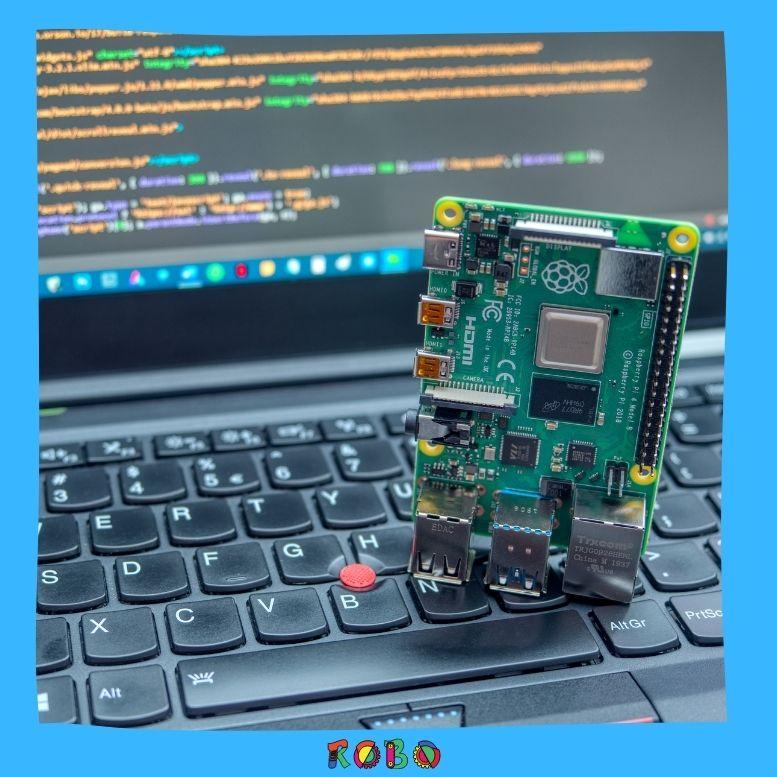 """Der Raspberry Pi ist ein sogenannter """"Einzelplatinen-Computer"""", was soviel bedeutet wie: Es ist ein Computer, genau wie ein Desktop, Laptop oder Smartphone, aber auf einer einzigen Platine aufgebaut."""