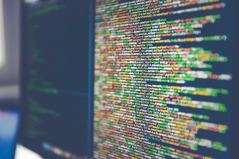 Jetzt wo Du eine Programmiersprache gelernt hast und die Funktionsweise Deines Game-Engines verstanden hast, gilt es beide Elemente zu verknüpfen: Die Programmiersprache innerhalb der Software benutzen, um Videospiele zu programmieren.